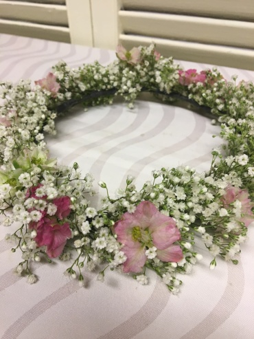 Floral wreath of pink and white