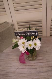 Mini bouquet and mini sign