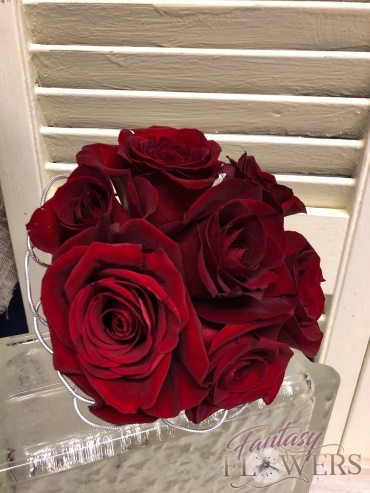 6 red roses bouquet to carry